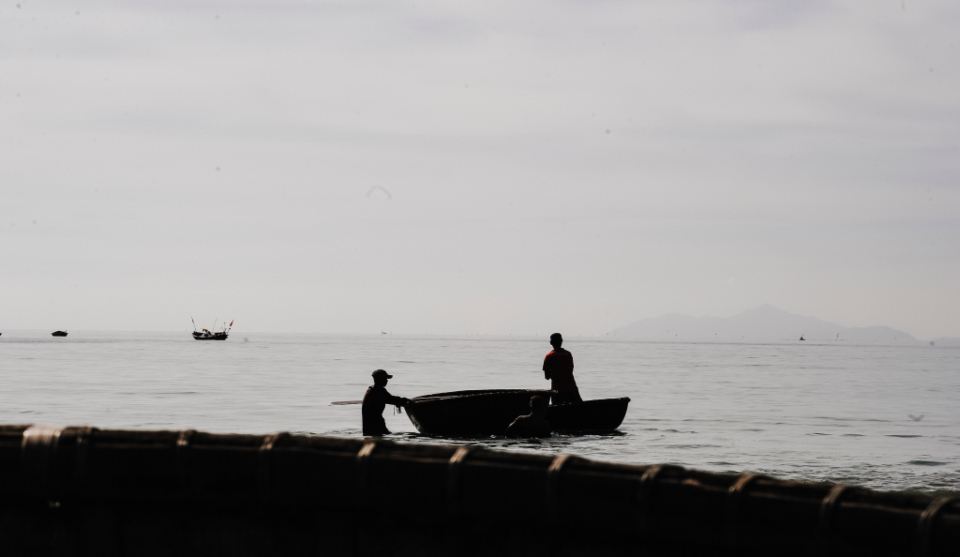 fishing boat man men shadow silhouett beach paddle canoe fishermen nature ocean outdoors people sea water waves