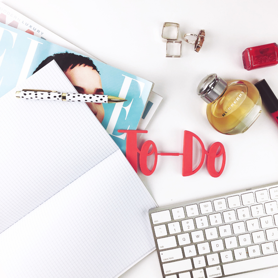 flat lay desk feminine top keyboard notes notebook magazone jewelry perfume pen office business workspace entrepreneur freelance