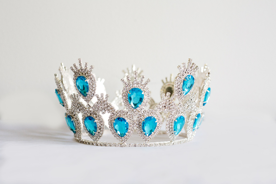 crown tiara queen princess jewelry shiny silver costume object beauty fashion accessory