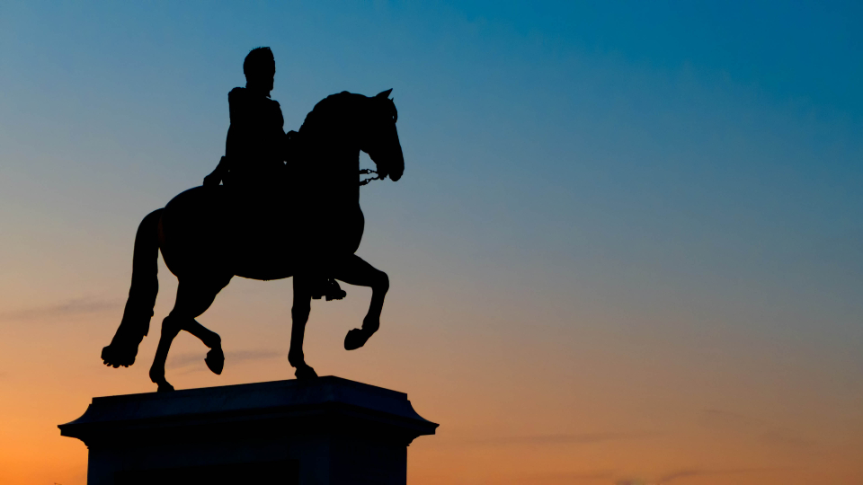 horse statue silhouette paris france travel tourism sky dusk monument famous king royal