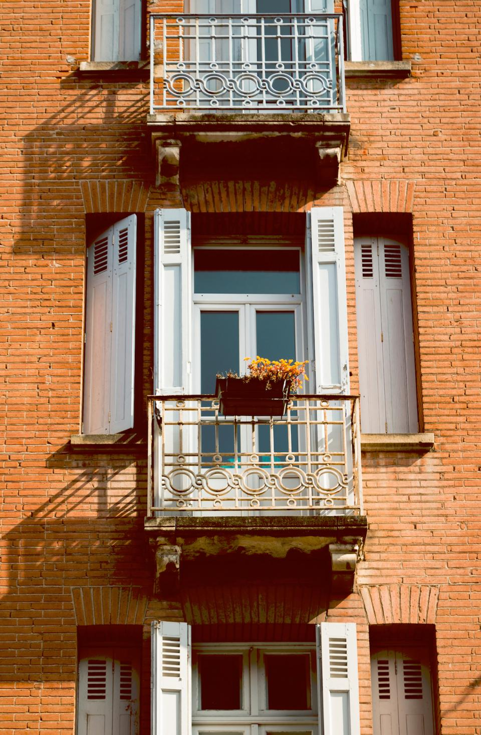 buildings structure apartment house bricks windows grills balcony