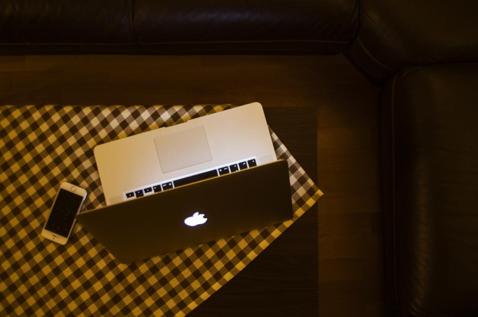 macbook laptop computer apple technology iphone mobile table cloth checkered evening objects