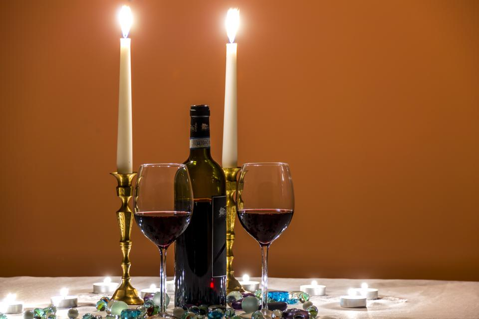 fine dining dinner wine date candles romance sweet couple glass restaurant