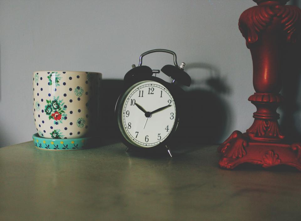 still items things desk table bedside alarm clock decor lamp mug shadow bokeh