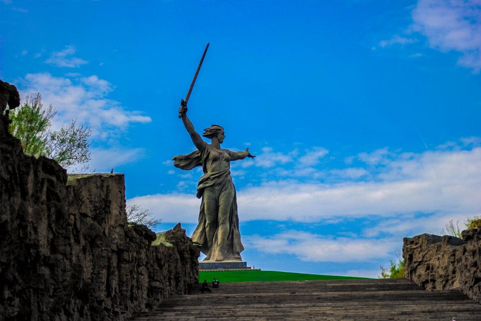 art statue sculpture monument mamayev kurgan russia landmark rocks landscape view blue sky cloud outdoors travel