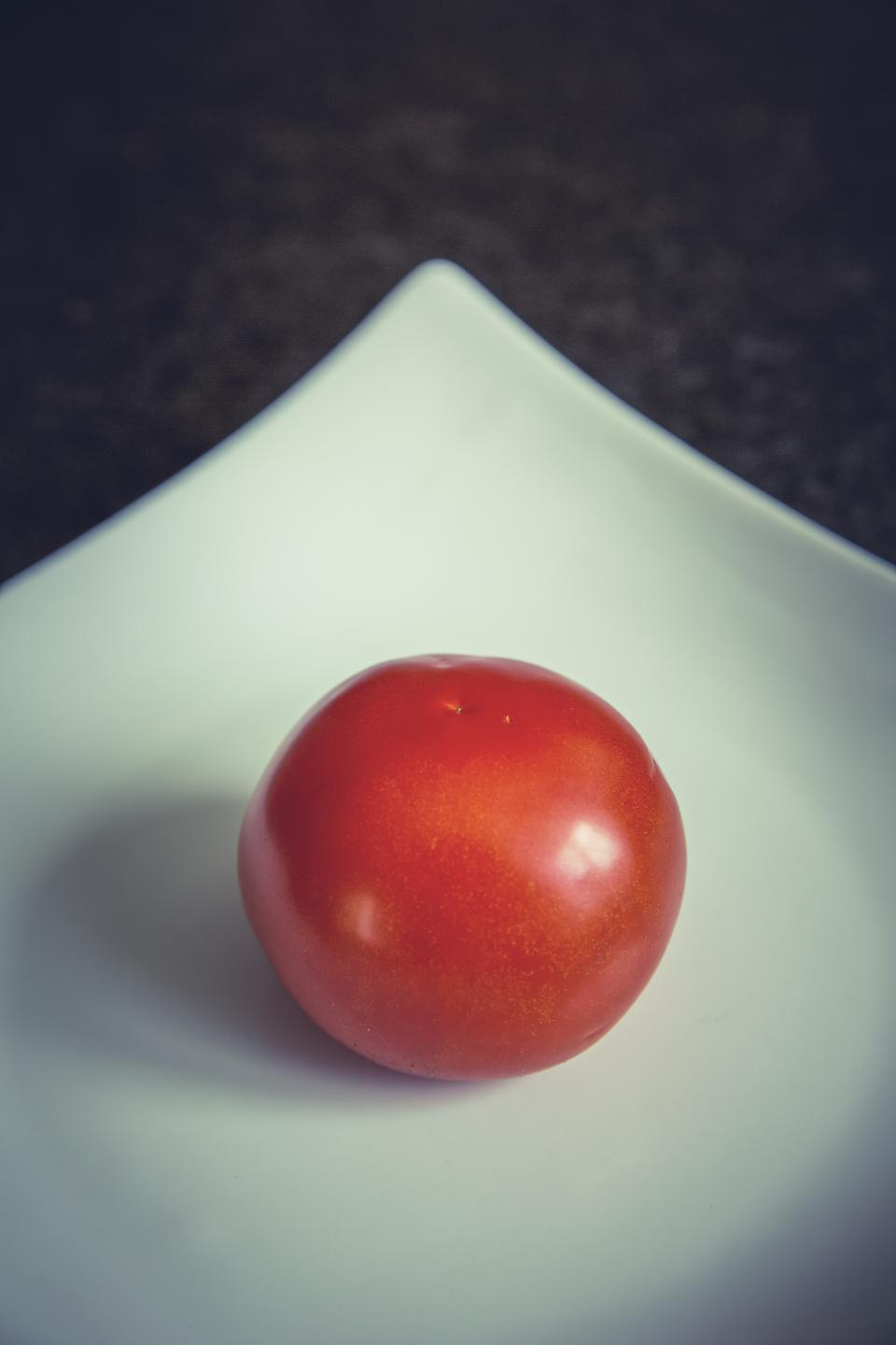 plate red tomato food