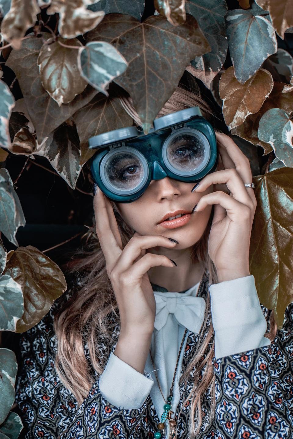 nature plants leaves people woman lady girl glasses goggles blond