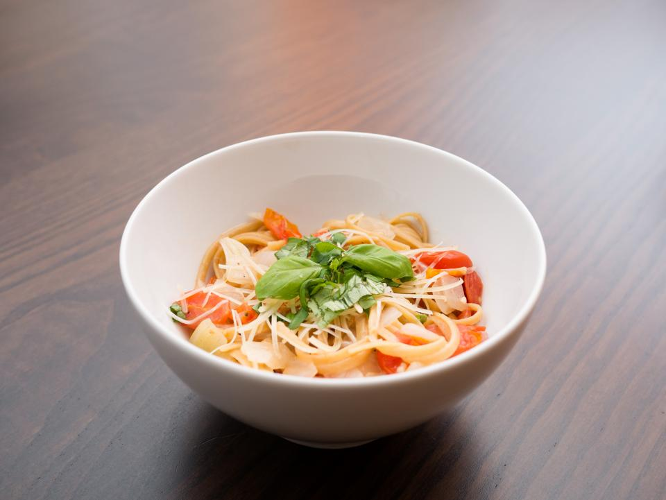 pasta tomato basil bowl wood food