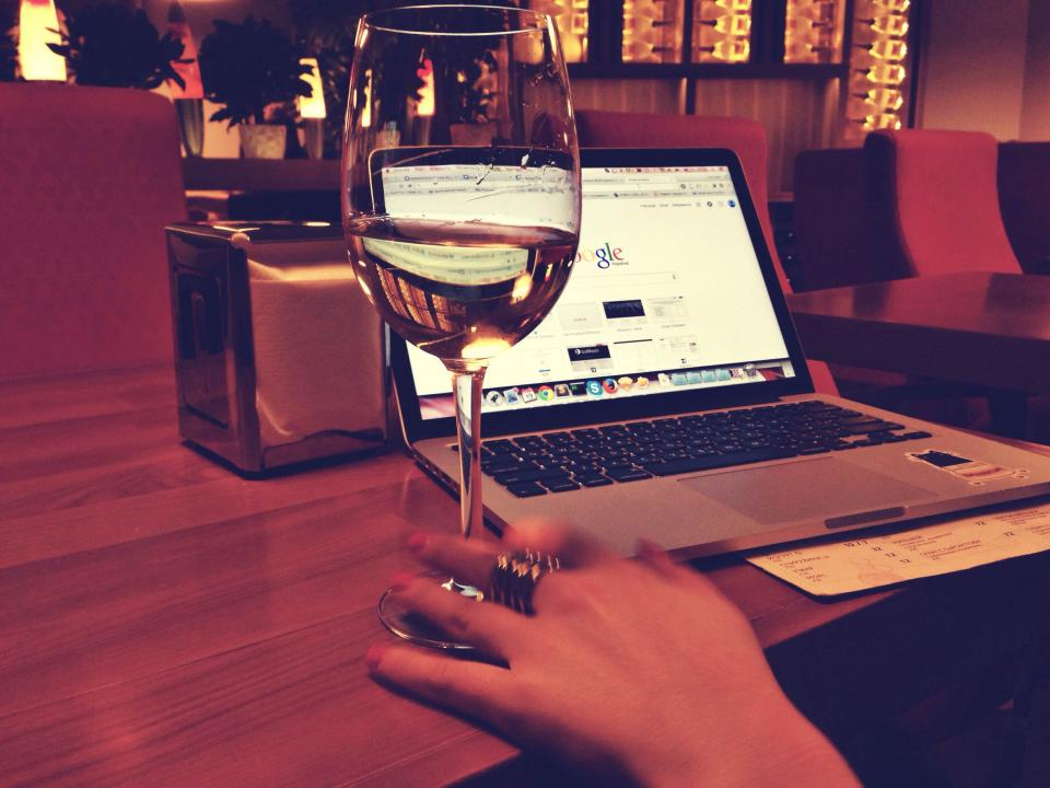 macbook wine google laptop computer technology working business table