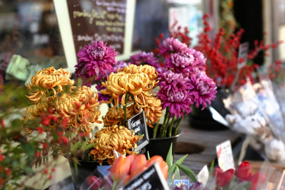 still items things flowers bouquet grocery market vend colors bokeh