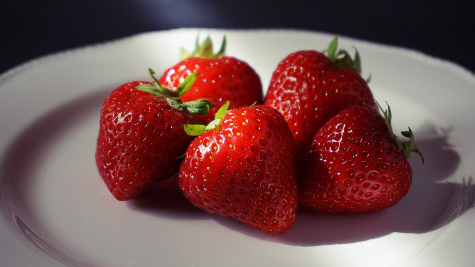 strawberry food fruit berries eating healthy healthy food raw food natural food health red green fresh