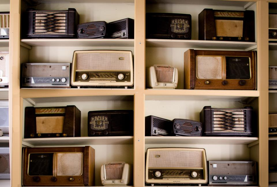 radios vintage oldschool shelf