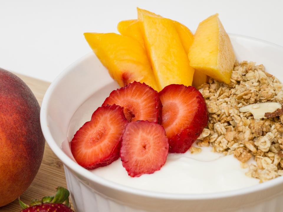 granola yogurt peach strawberry strawberries healthy food