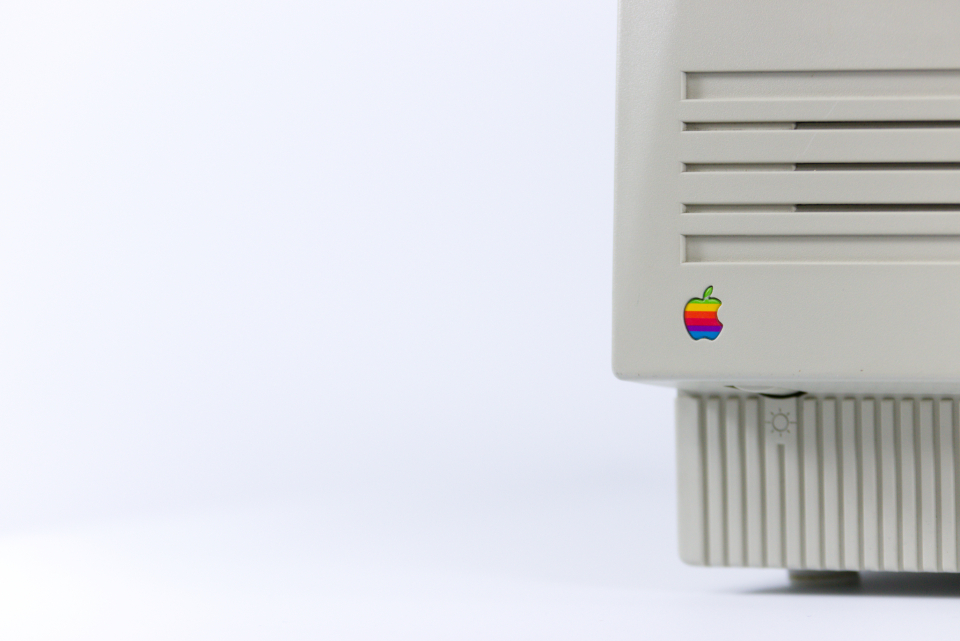 apple vintage computer minimal background hd wallpaper hd wallpaper white logo technology
