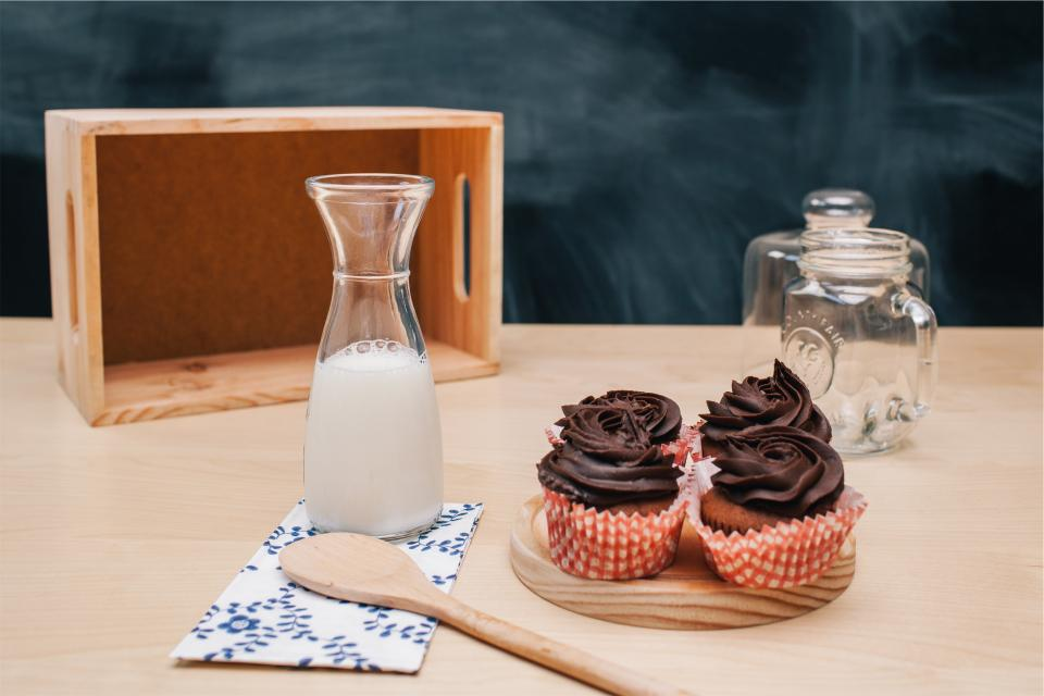 cupcakes icing dessert sweets treats milk glass jar wooden spoon kitchen food snack