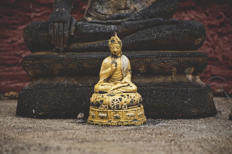 still items things statue buddha gold miniature wood culture religion nepal still bokeh