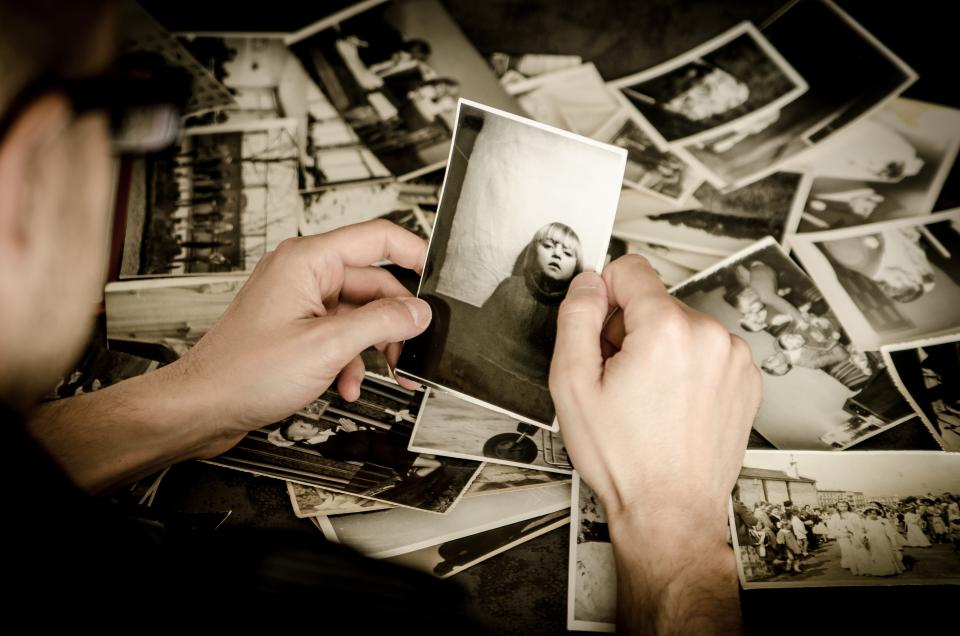 pictures photographs old vintage people hands black and white memories