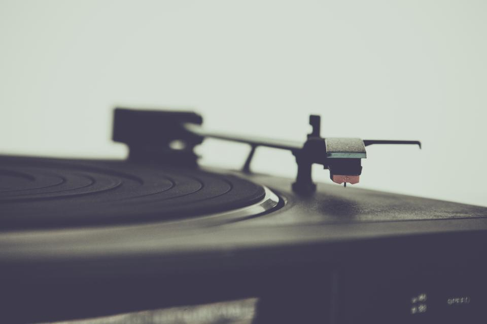 still items things record players turntables retro phonography bokeh