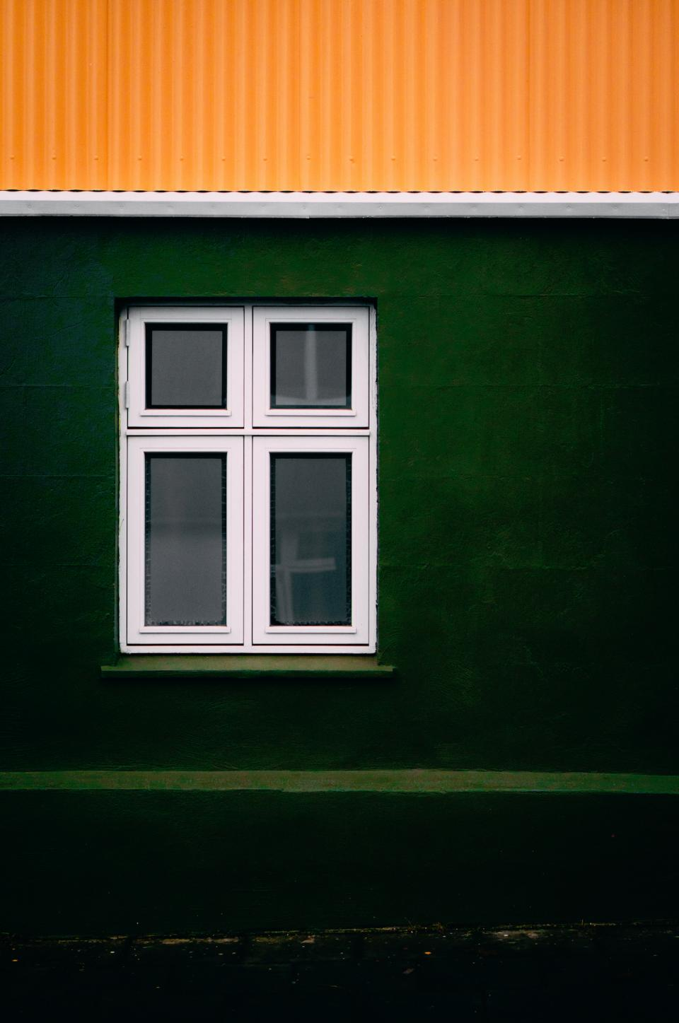 places windows structure glass green yellow