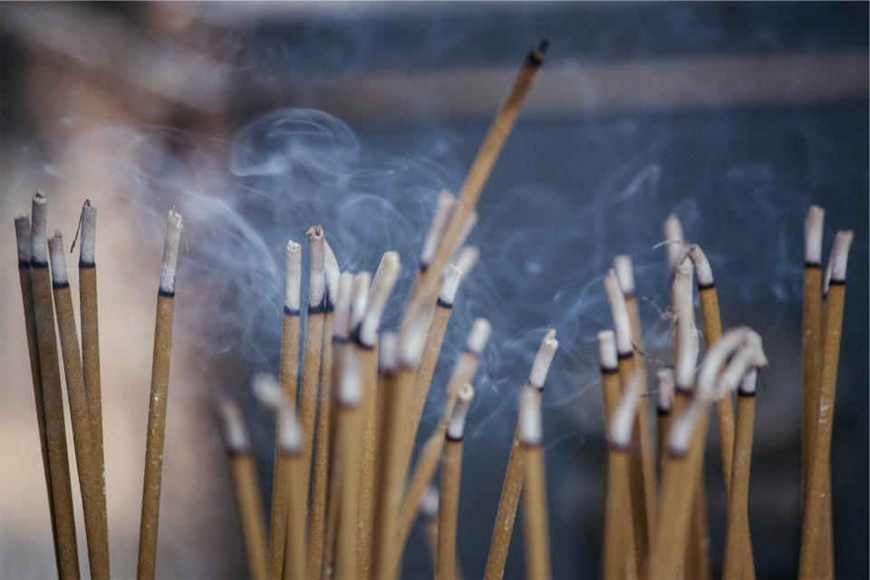 incense scent smoke