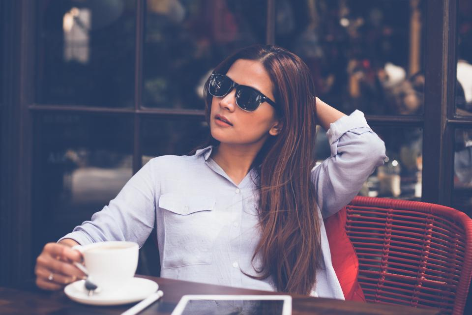 people woman beauty shades sunglasses coffee chill relax table chair mug cup spoon restaurant cafe tablet technology