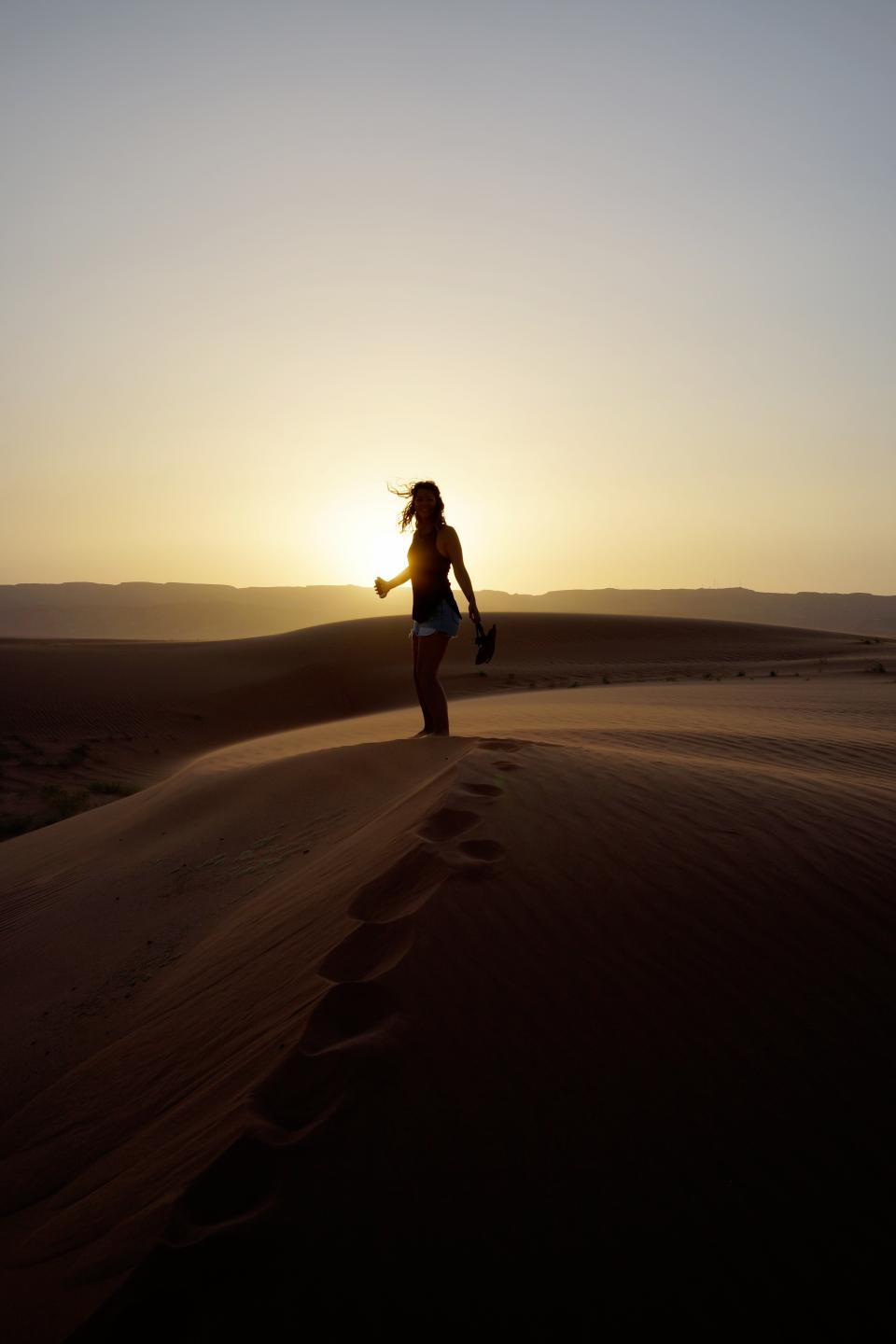 woman girl lady people stand desert dusk dawn sunset sunrise silhouette light shadows gradient yellow brown black
