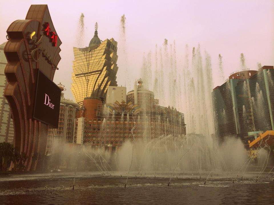 macau china hotels casinos gambling wynn fountain water architecture city Asia