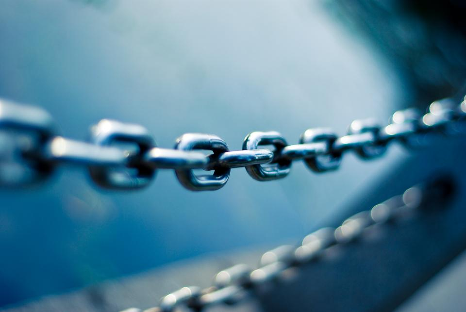 steel metal chain blur