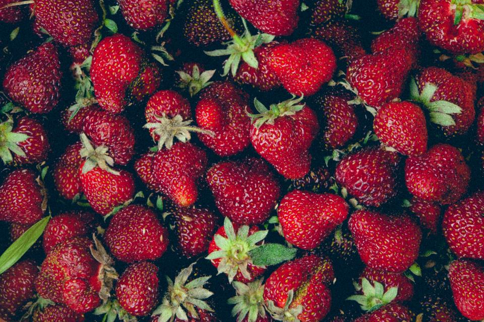 red strawberries fruits healthy food