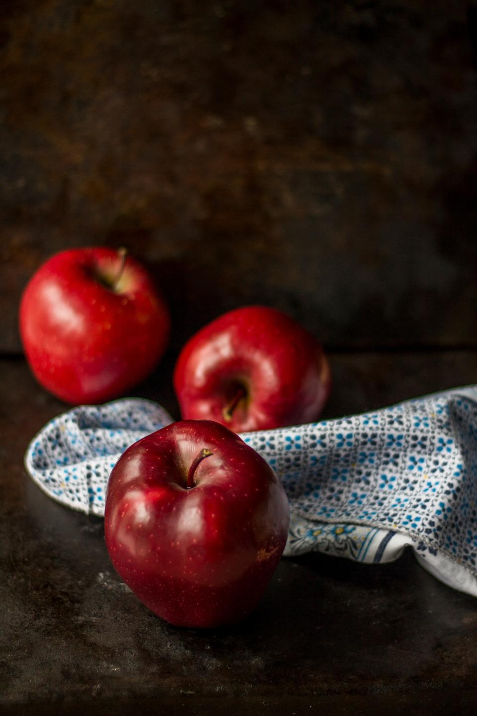red apple fruit food juicy healthy cloth