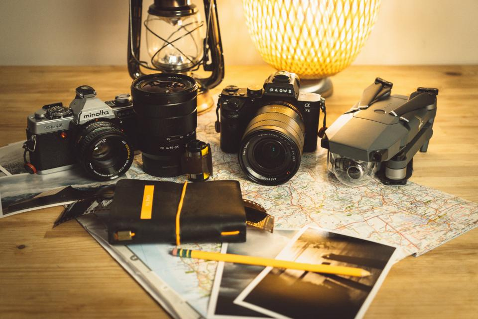 camera minolta lens flash photography photo photographer old vintage film travel adventure map table lamp picture
