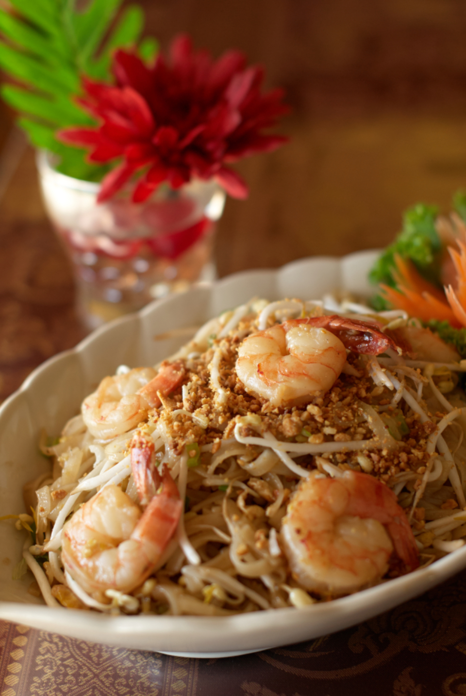 noodles asian cooking dish food shrimp oriental plate bowl meal restaurant pad thai dinner