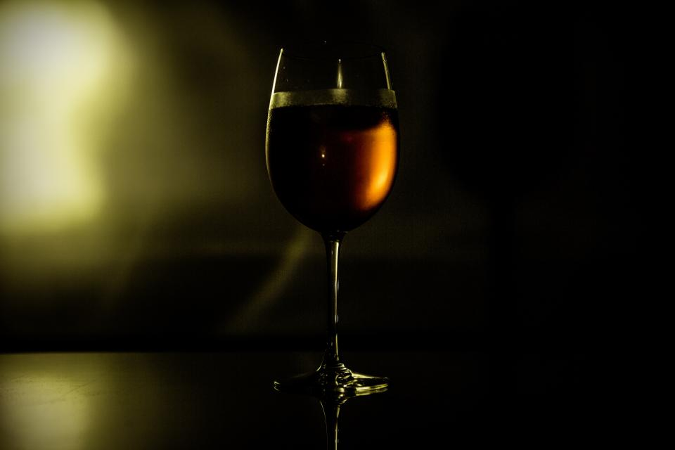 still items things wine glass light shadows silhouette bokeh