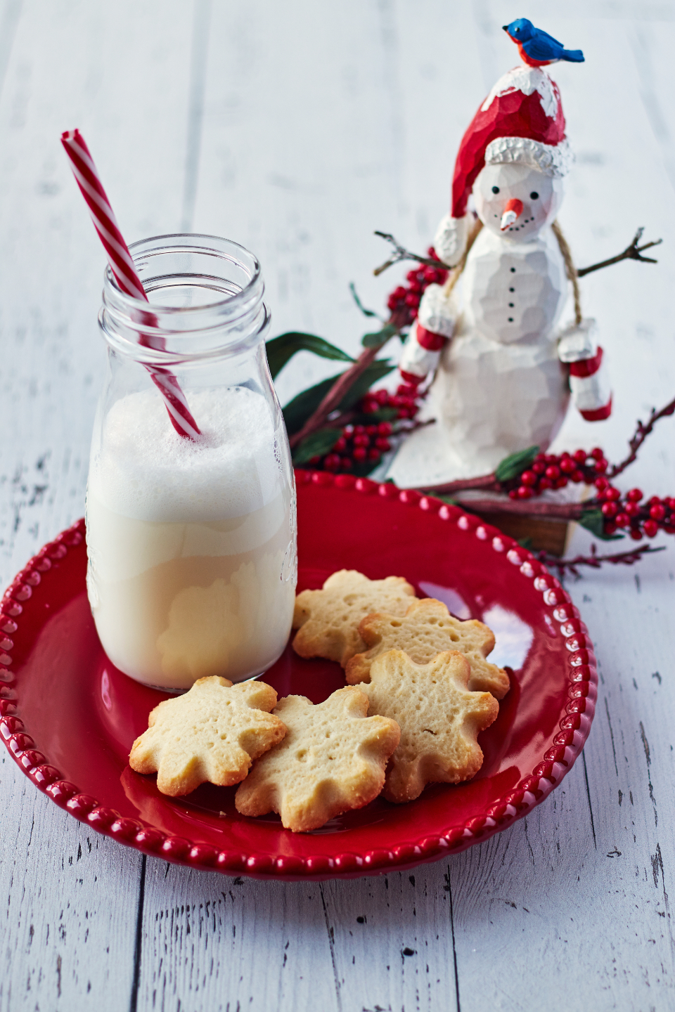 milk cookies christmas festive holiday shortbread snack sweets food rustic wood glass jar straw plate cookie ornaments snowman