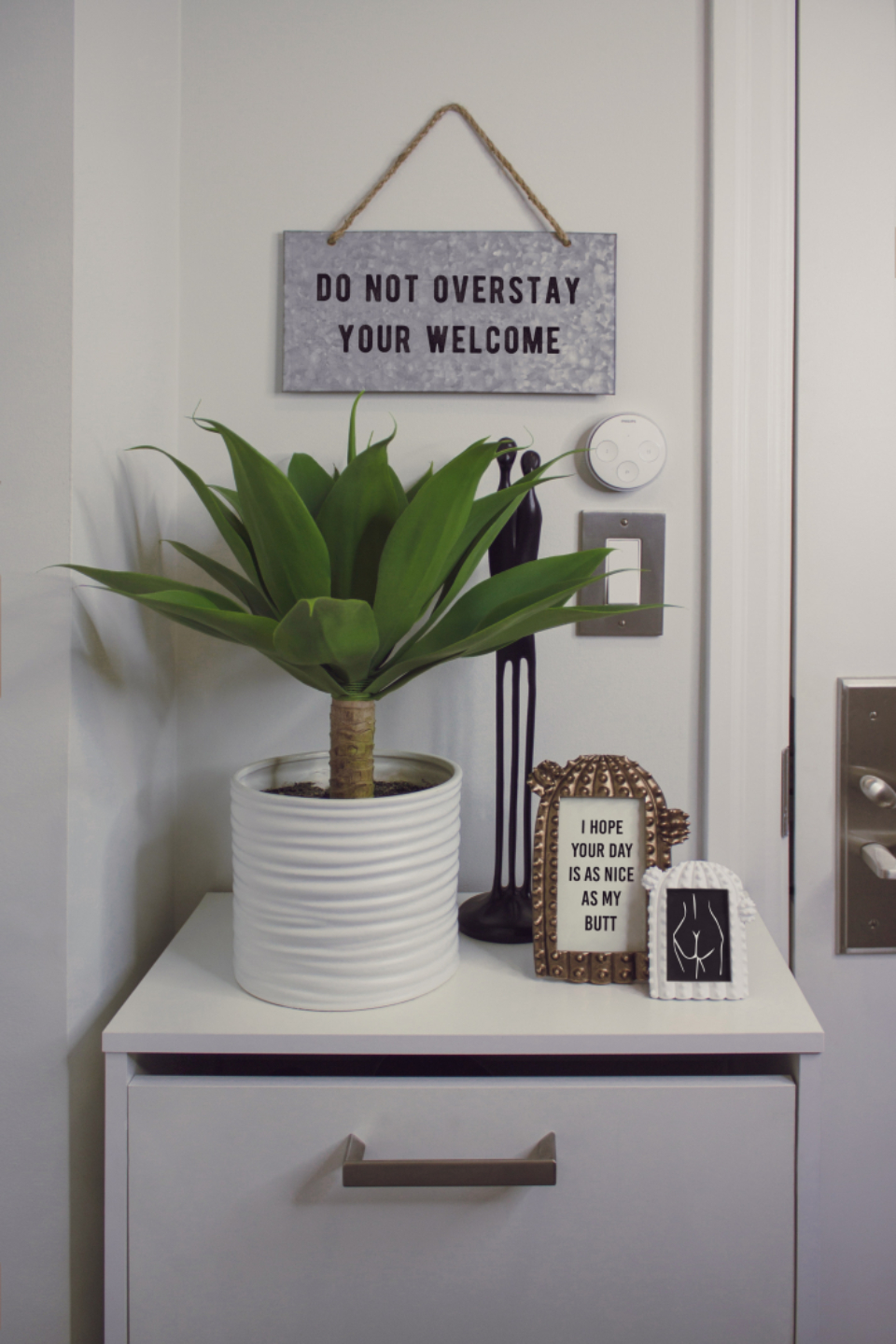 welcome home house green plant sign white minimal drawer frame picture