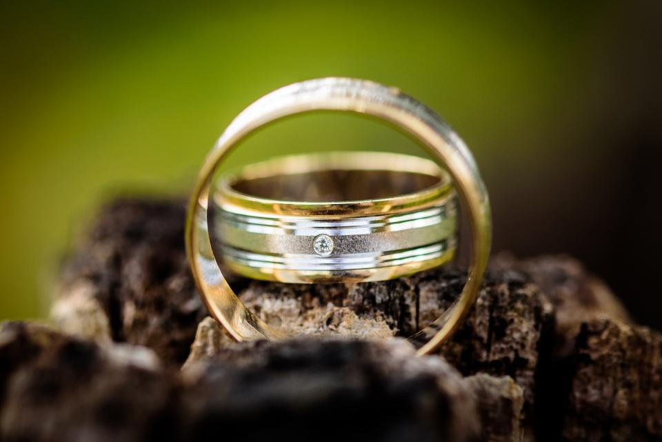 wedding ring engagement couple pair blur