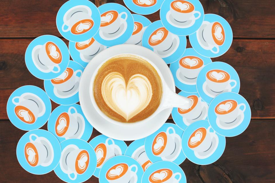 heart art coffee cup fashion wooden table plate mat latte espresso