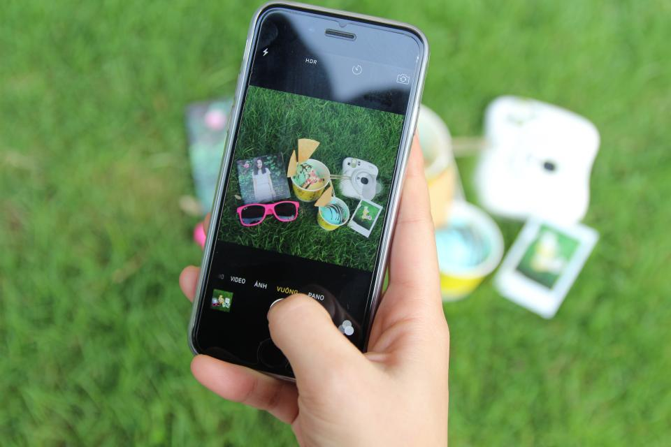 green grass lawn picture photo mobile phone camera selfie outdoor picnic photography hand