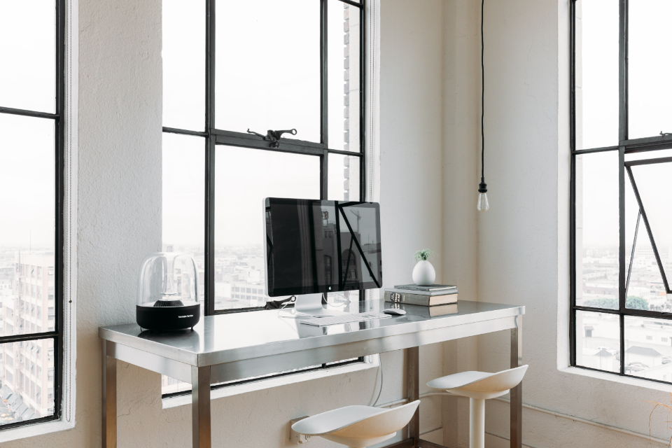computer office desk modern mac minimal business window skyscraper appartment white