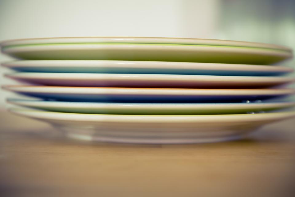 tellerstapel plate tableware kitchenware