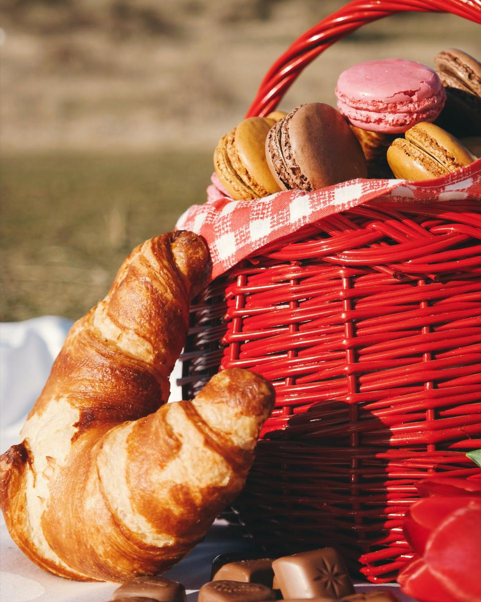 picnic food bread dough basket grass park chocolate red date bonding