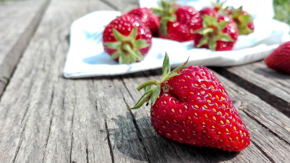 strawberry food crops fruits red juice woods sweet seeds