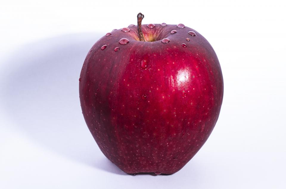apple red fruit