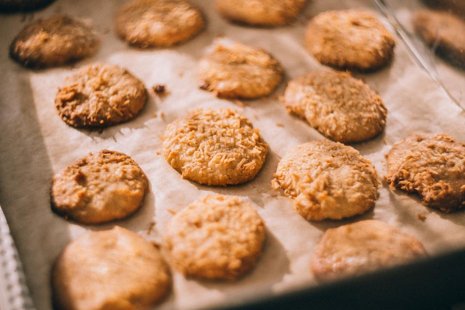 bake biscuits cookies