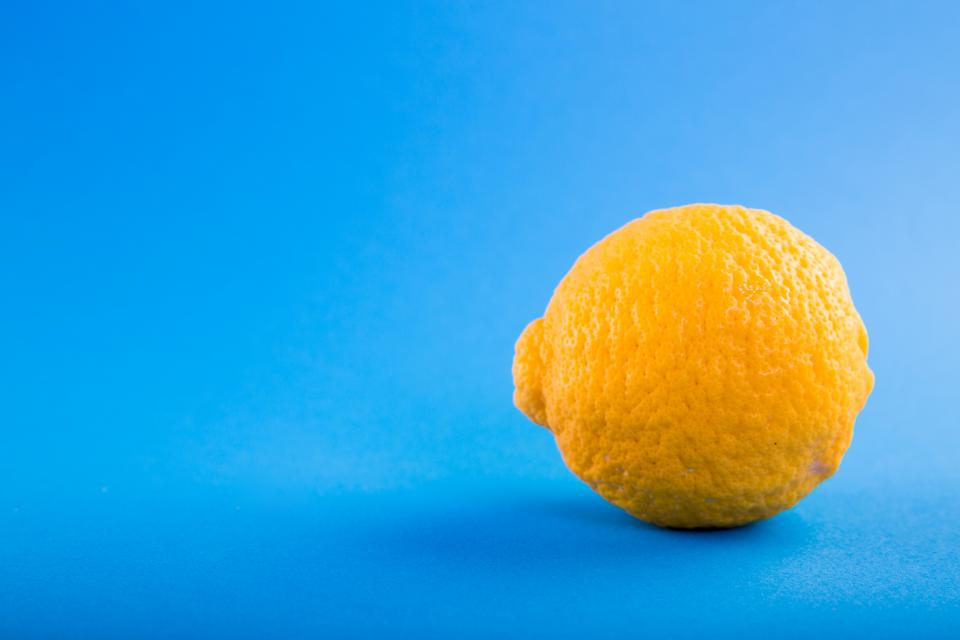 blue table lemon