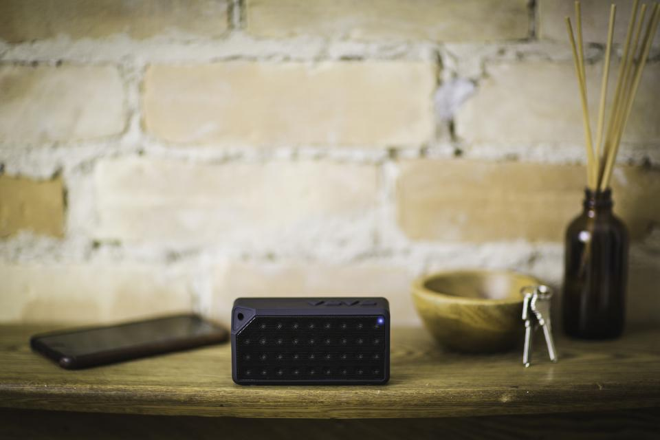 bluetooth black speaker