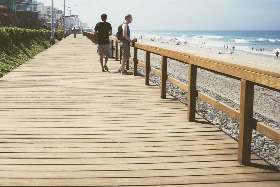 boardwalk wood railing