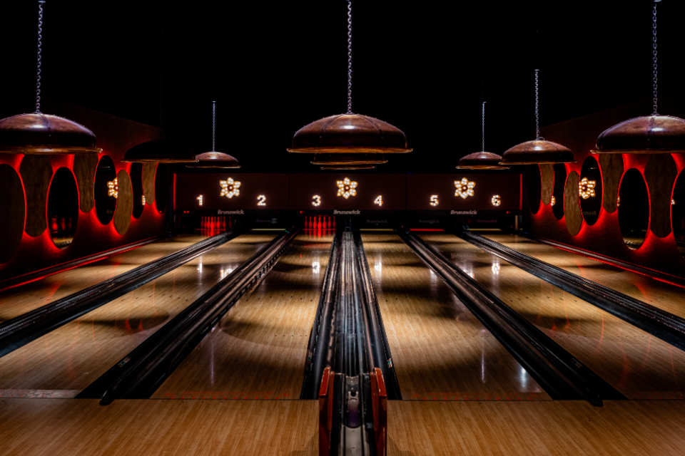 bowling alley sport