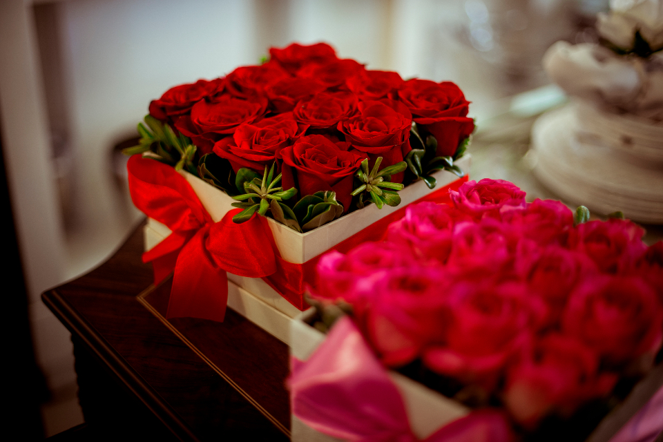 box red roses