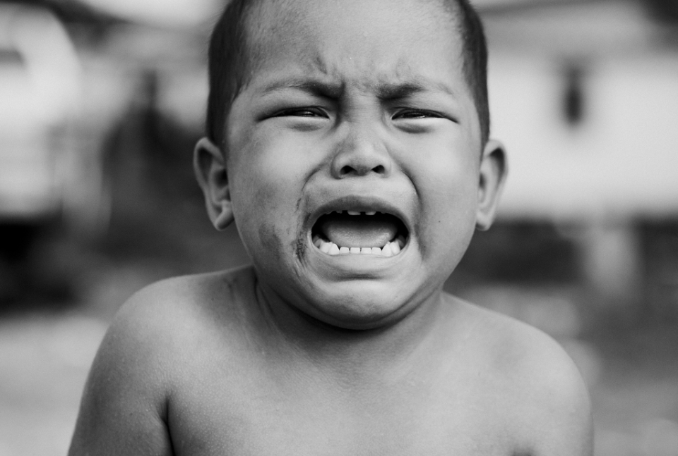 child crying black & white
